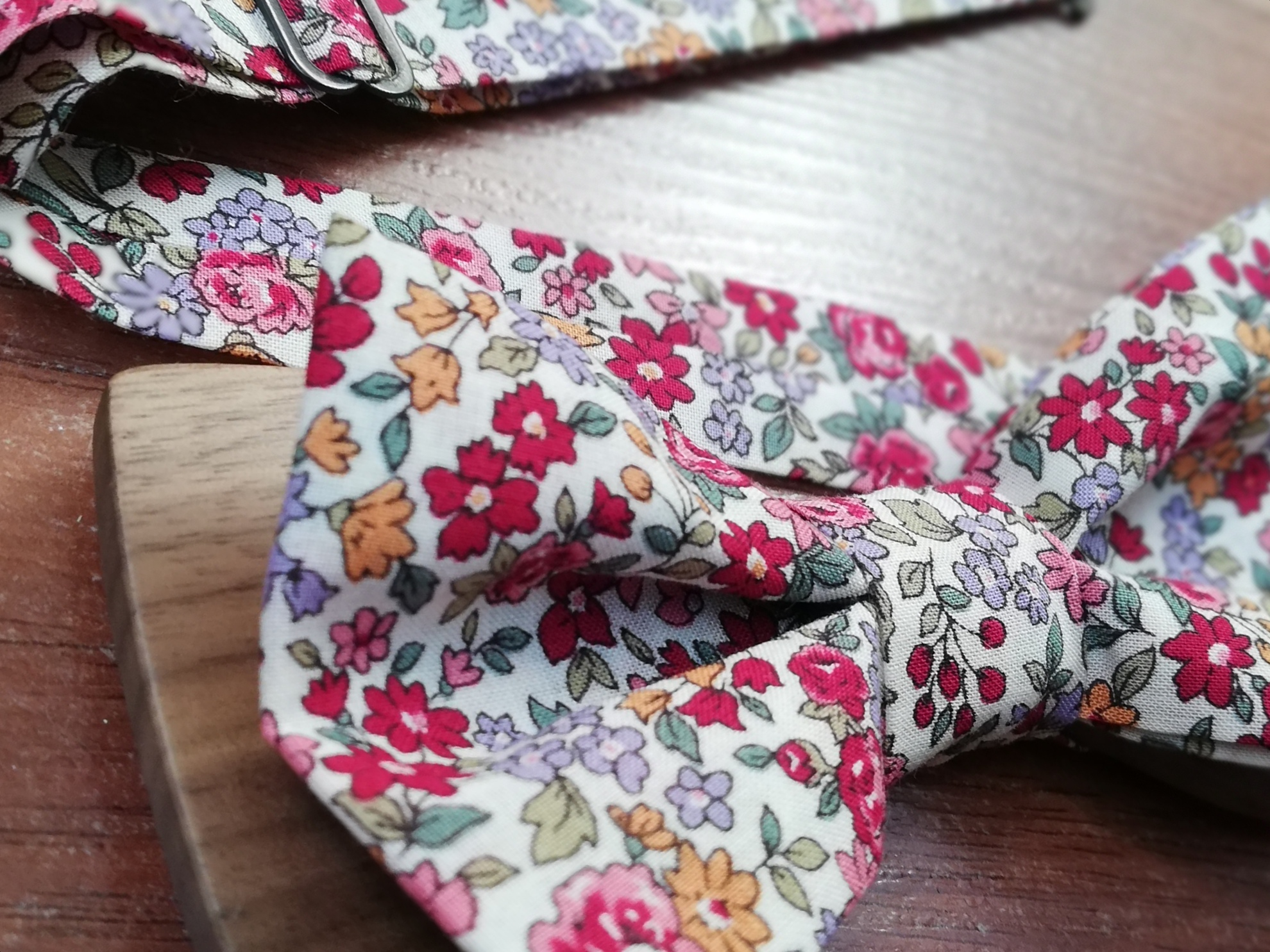 Noeud papillon marié cousu sur mesure à Rennes. Atelier de confection d'accessoires pour votre mariage et votre cortège.
